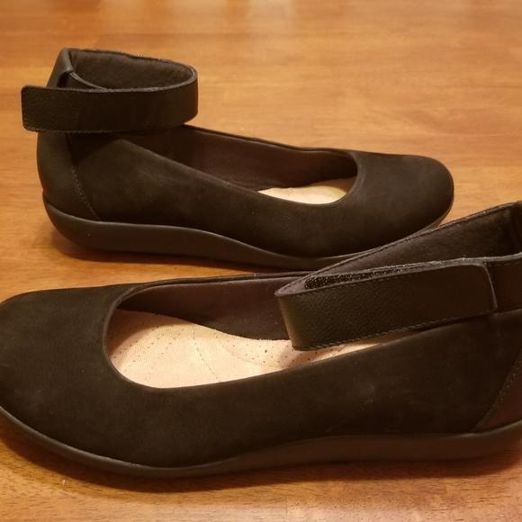 512d3e08884 CLARKS Leather Medora Nina Ballet Flats - Sz 9